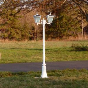 2-head white courtyard solar light